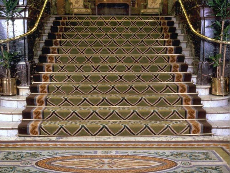 Вход в старый Гайд Парк Отель в Лондоне