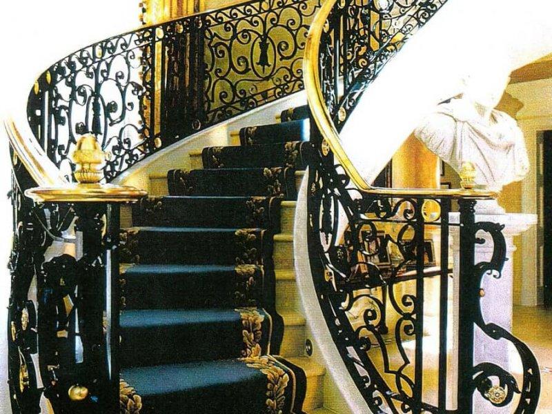 Лестничный ковер Имперского стиля в загородном особняке